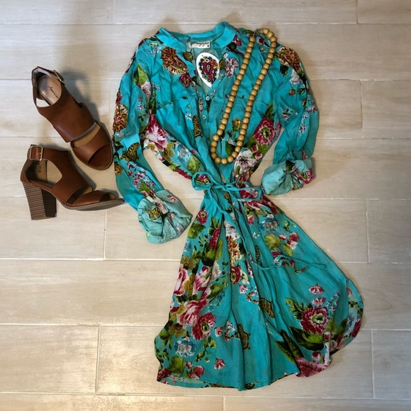 Magazine Dresses & Skirts - Floral Turquoise Shirt Dress